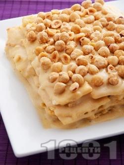 Сочна торта Наполеон с домашни кори, яйчен ванилен крем и лешници - снимка на рецептата